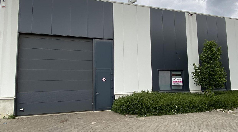 Industrieel gebouw te huur in Maasmechelen