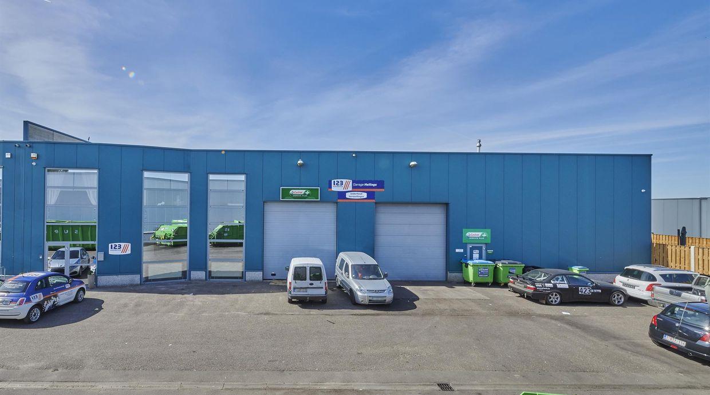 Industrieel gebouw te koop in Opglabbeek