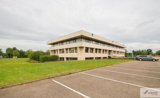 Kantoorgebouw te huur in Heusden-Zolder